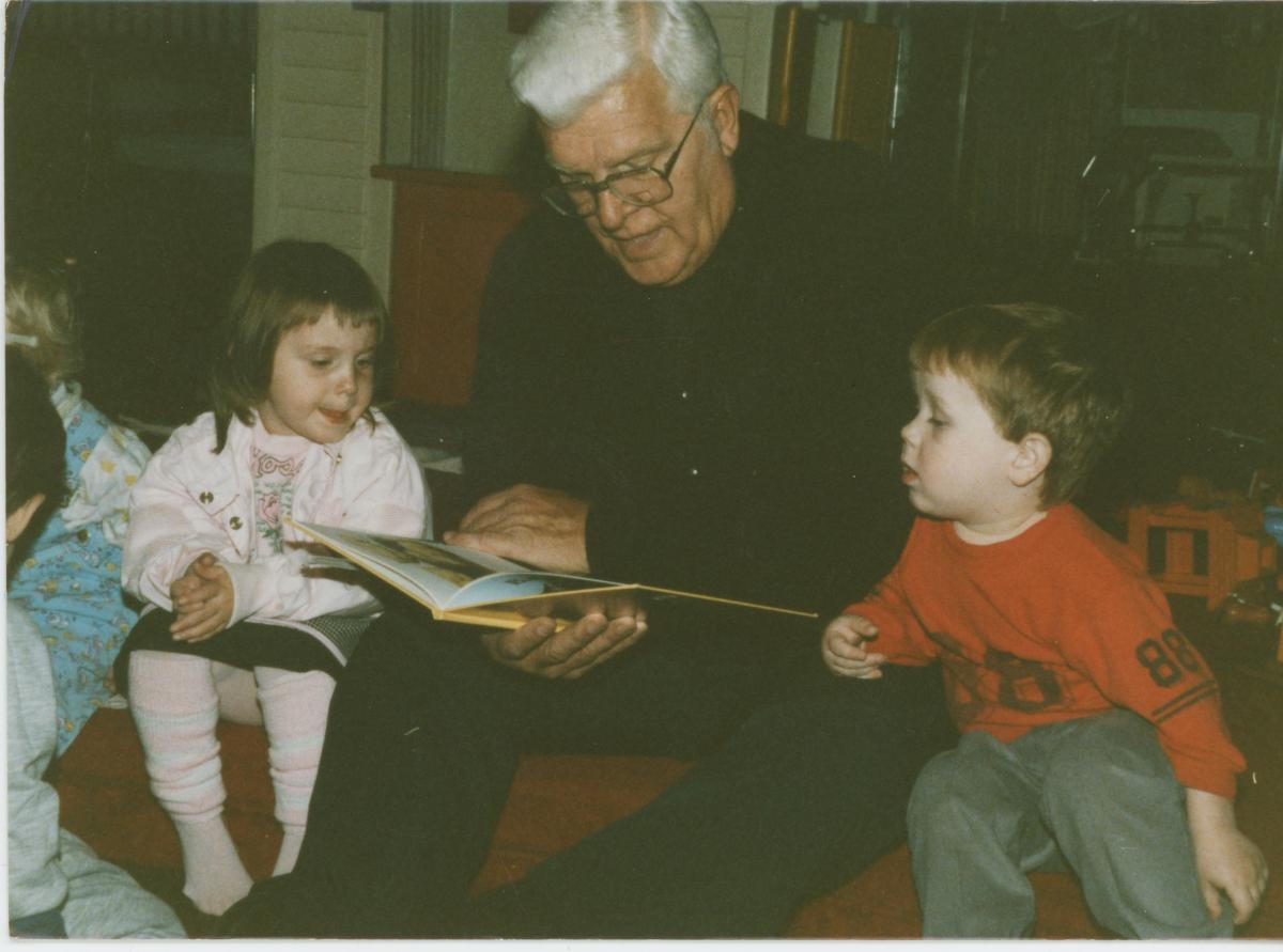 CAP Founder Reverend Ralph Beiting reads to children in Appalachia